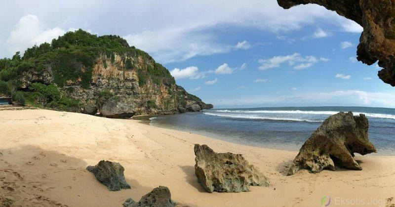 pantai ngrumput gunung kidul
