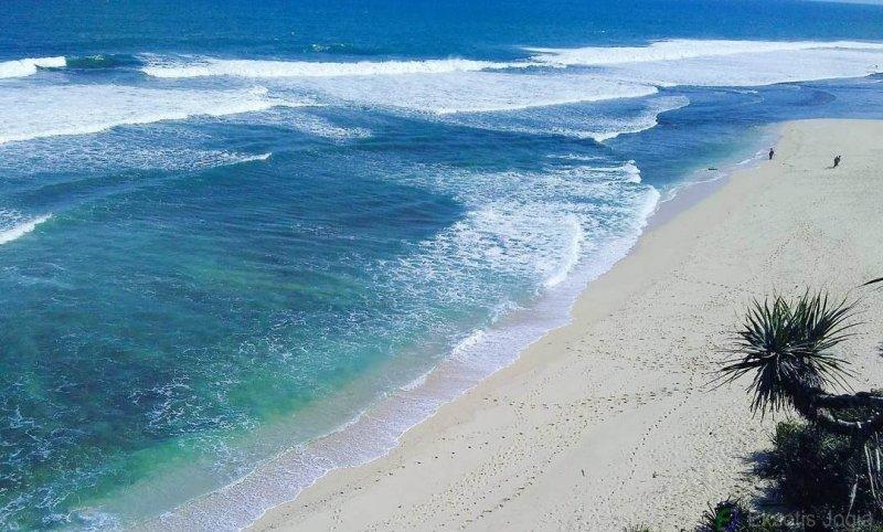 Pantai Sanglen dari ketinggian