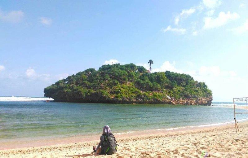 10 Spot Foto Di Pantai Drini Gunung Kidul Yang Lagi Hits 2019 Eksotis Jogja