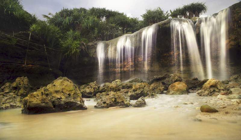 Mengenal Lebih Dekat Air Terjun Pantai Jogan