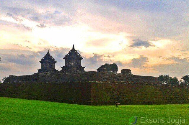 Wisata Candi Barong Yogyakarta