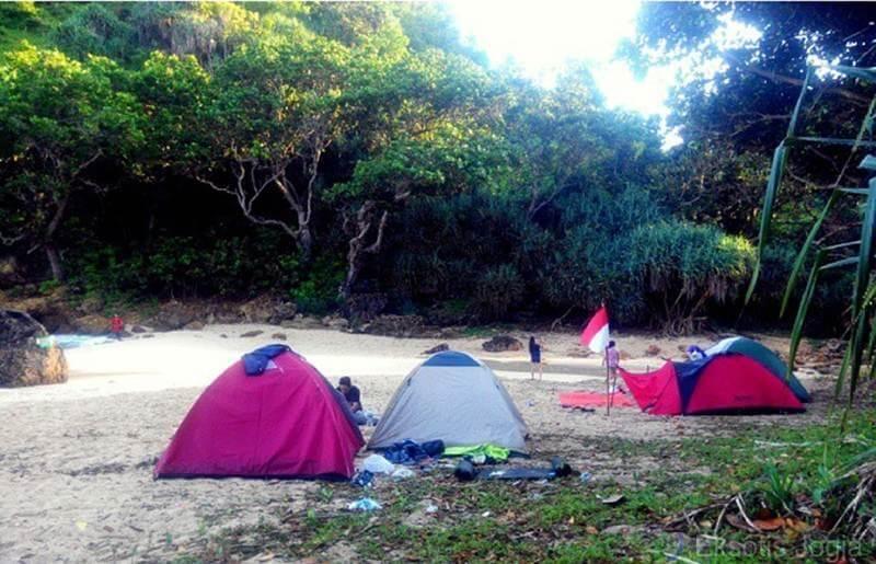 Camping di Pantai Ngatun