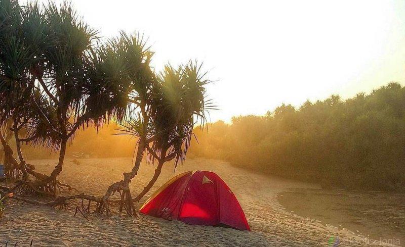 camping-di-pantai-sarangan