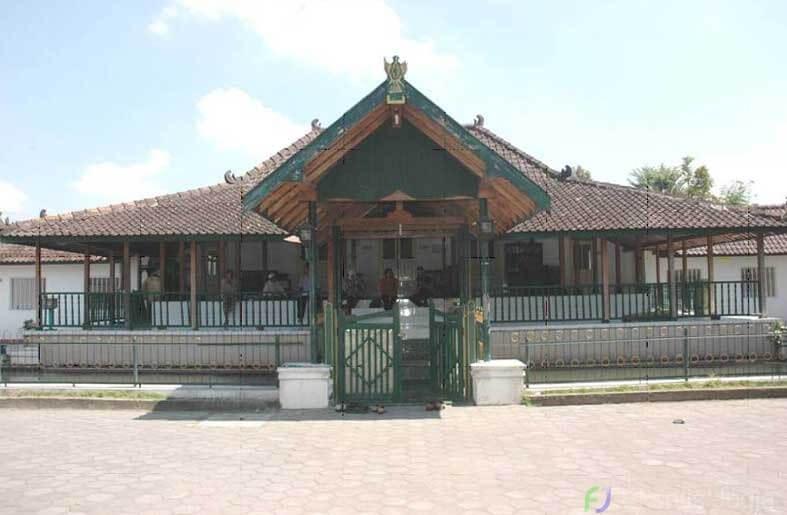 masjid-jami-sulthoni-plosokuning