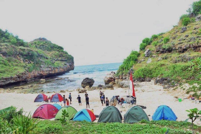 camping di pantai butuh