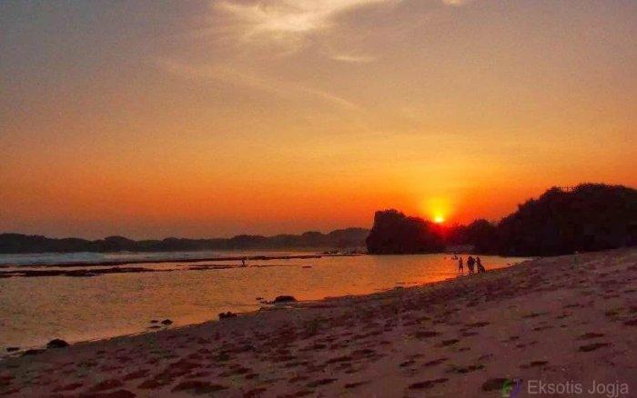 7 Spot Terbaik Menikmati Sunset di Pantai Gunung Kidul